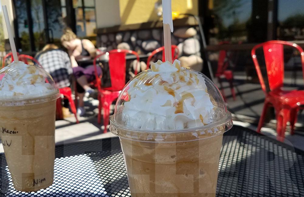 Route 66 mit der Harley - Kaffee im Gastgarten